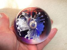 COLLECTABLE RICH DEEP BLUE GLASS GLOBE PAPERWEIGHT CONTROLLED BUBBLE FLOWER